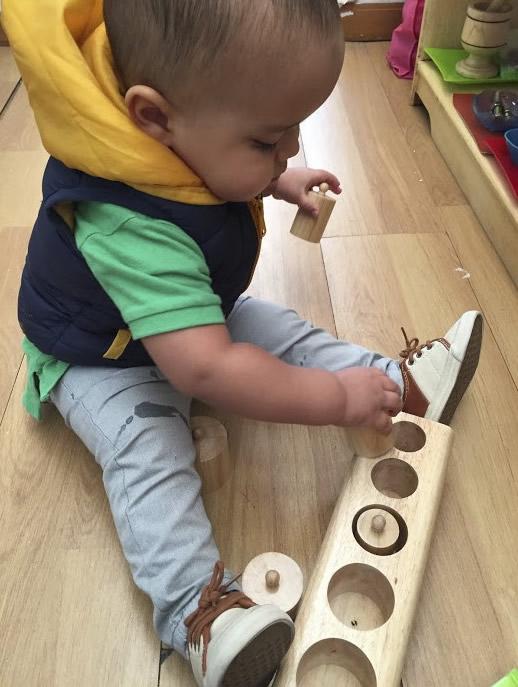 Nido (3 meses - 18 meses). Jardín Infantil Cosmos Montessori. Educación alternativa. Barrio Cedritos. Zona norte de Bogotá. Colombia. Educación para niños y niñas.